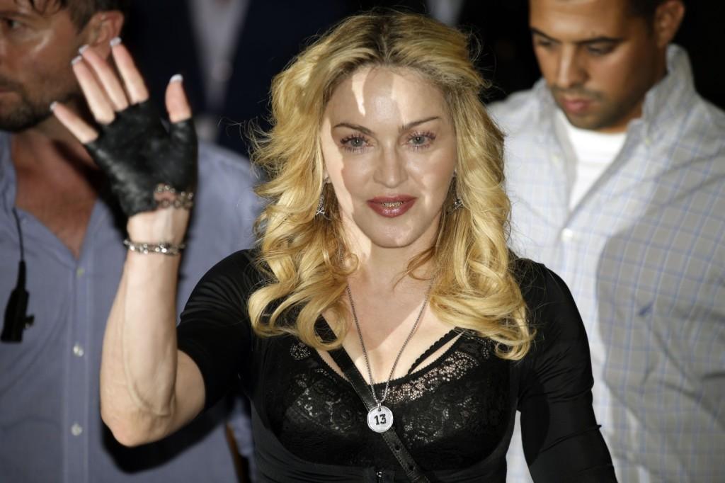 Мадонна вводит новую моду на зубы